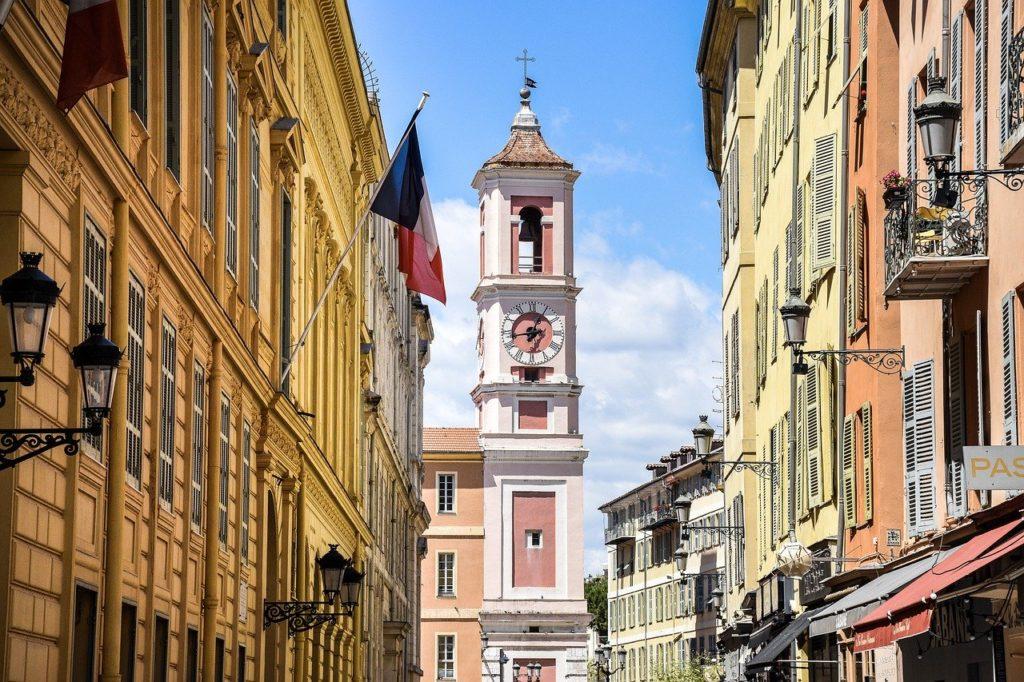 Vieux-Nice, Rue typique du quartier de Nice, France